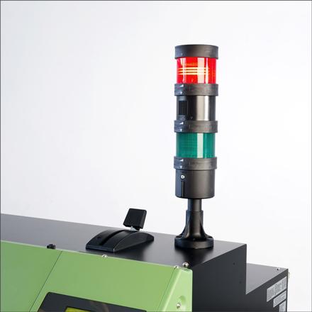 Gros plan sur la colonne lumineuse de l'imprimante à plat VersaUV série S